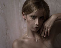 Gold, marble & skin - Bussola d'Oro jewels