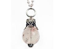 SERPENT necklace; stylish metamorphosis