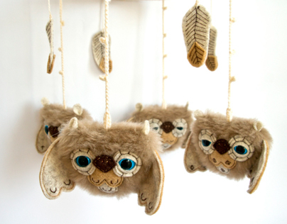 Baby mobile with sleepy owlies and feathers, art toy